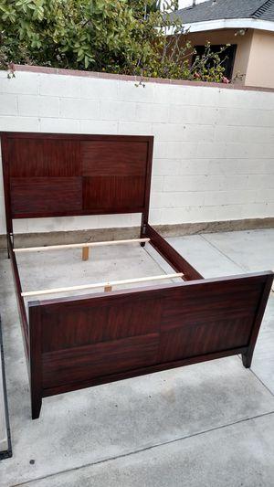 Palliser Red Oak Colored Wooden Queen Bed Frame for Sale in Gardena, CA