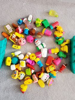 BRAND NEW! Lot of 57 Shopkins Toys plus 7 Shopkins Shopping Bags for Sale in Thousand Oaks,  CA