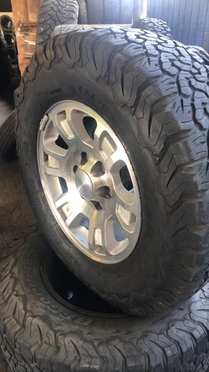 """GMC 17"""" wheels and Tires for Sale in San Antonio, TX"""