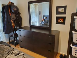 Dresser with Mirror (large, 6 drawers) for Sale in Vienna, VA