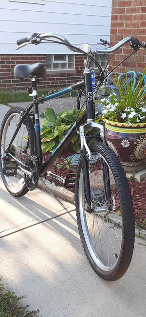 """Super Nice 26"""" Diamondback Wildwood Hybrid bike 21"""" Frame size Tuned & Ready to ride for Sale in Parma, OH"""