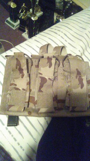 6 mag pouches in one 3 small 3 large for Sale in North Providence, RI