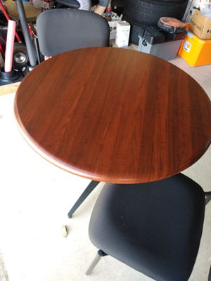 Round Table - great condition for Sale in Plano, TX