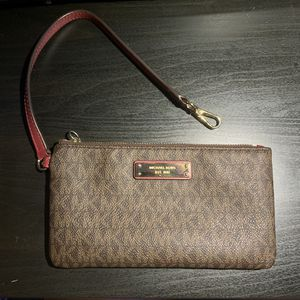 Michael Kors Wristlet for Sale in Queens, NY