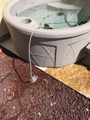 Hot tub spa round 1 yr old for Sale in North Las Vegas, NV