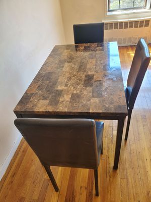Very Nice Mid-Size Kitchen Table With 4 Chairs .. Delivery Available !! for Sale in Brooklyn, NY