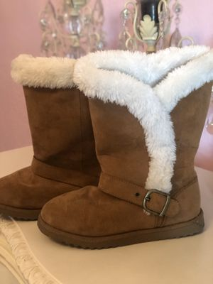 Girl boots size 3 for Sale in Hialeah, FL