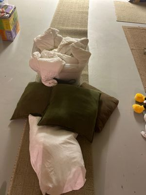 Pillows and full comforter - FREE for Sale in Rochester, MI