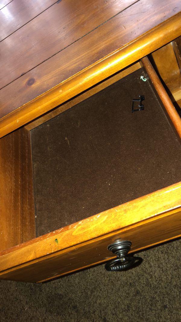 Beautiful Custom Made Heavy Duty Solid Oak Table w/perks!