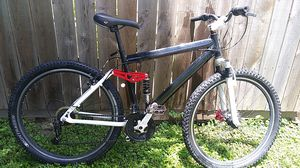Genesis mountain bike Virgil a $179 to be yours today for $120.00 dollars or best offer for Sale in Columbus, OH