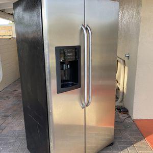 GE Refrigerator for Sale in Fort Lauderdale, FL