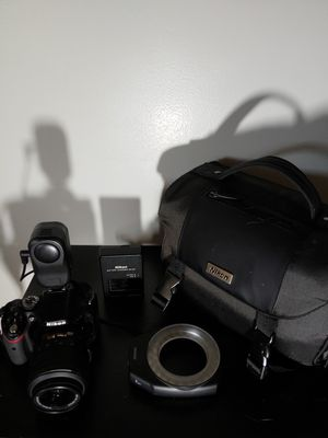 Nikon D5200 with light & accessories for Sale in Fort Washington, MD