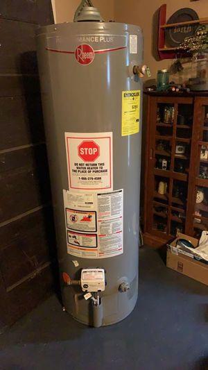 Rheem 40 tall gas water heater for Sale in Broadlands, IL