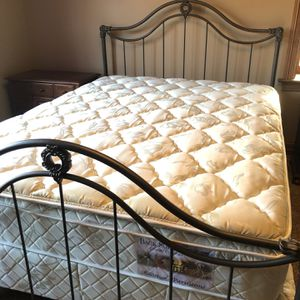 Queen Bed Set for Sale in St. Louis, MO