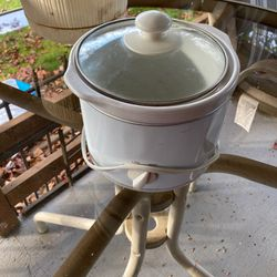 Small Crock Pot for Sale in Tigard,  OR