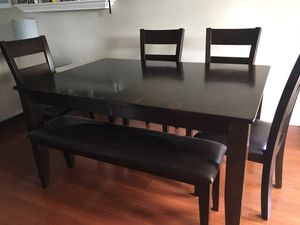 Dining kitchen table and chairs for Sale in Gahanna, OH