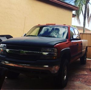 2002 Chevy Silverado 2500hd for Sale in Miami Gardens, FL