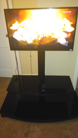 32 Inch Vizio TV With Stand N Remote for Sale in Marion, OH