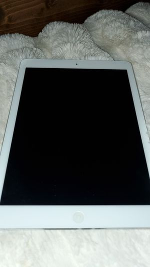 IPad locked but like new for Sale in Troy, MI