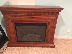 Electric fireplace with remote for Sale in Le Claire, IA