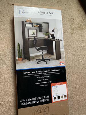 L-shaped desk for Sale in Lawrenceville, GA