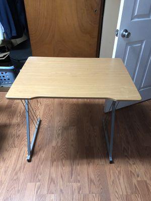 Small desk for Sale in El Cajon, CA