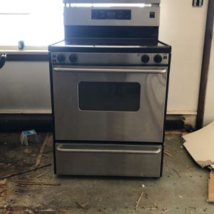 Free Used Stainless Steel Electric Stove/Oven for Sale in Norwalk, CT