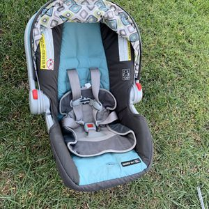Graco snugride 30LX Used in excellent condition Pick up in Corona ✅Check my other listings This is a great car seat, comes with one base and inf for Sale in Corona, CA