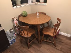 Dining room table for Sale in Hesperia, CA