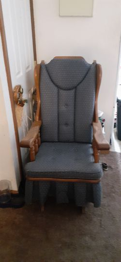 A glider rocking recliner, very good condition. for Sale in Morgantown,  WV
