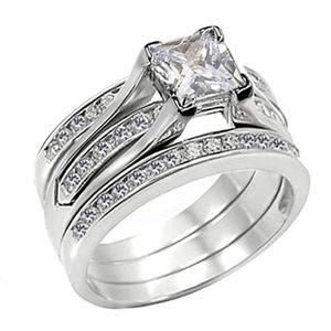 New 18 k white gold wedding ring set engagement ring for Sale in Orlando, FL