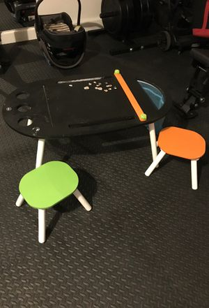 Kids craft desk with two children barstools for Sale in Henderson, NV