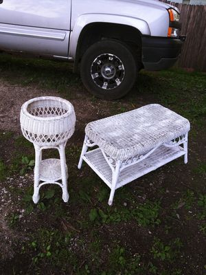 Beautiful White Wicker Coffee Table & Plant Stand / Table! for Sale in Joliet, IL