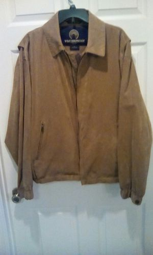 MEN'S COLD WEATHER JACKET IN PERFECT CONDITION AND COMPLETELY CLEAN for Sale in Orlando, FL