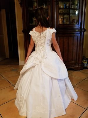 Baptism or wedding dress for a 5 year old girl for Sale in Los Nietos, CA