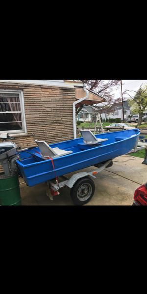 12 foot aluminum boat with trailer and 4hp motor and troll motor for Sale in Newtonville, NJ