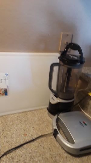 Ninja blender, sandwich grill, chopping board, crockpot, one large pot selling all for 50 for Sale in Dallas, TX