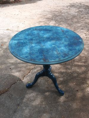 Small rotating kitchen table. for Sale in Lawrenceville, GA