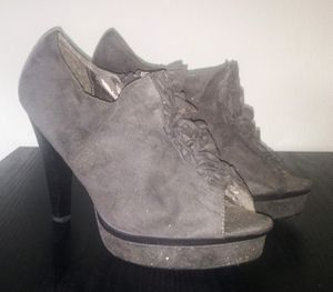 Womens Suede Grey Heels Sz. 10 $15 for Sale in Fort Myers, FL