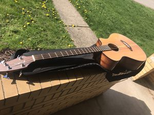 Breedlove acoustic electric pursuit Bass for Sale in Pittsburgh, PA