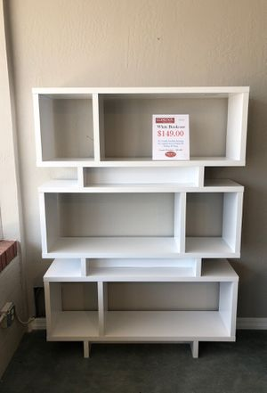ELEGANT CLEAN WHITE BOOKCASE for Sale in Mesa, AZ