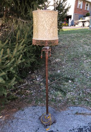 Floor lamp for Sale in Florissant, MO