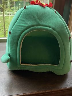 Cactus Cat Bed! Basically New! for Sale in Ridgefield,  WA