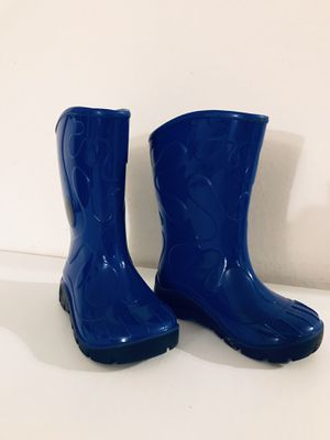 Rain boots size 6 7 girl boy blue for Sale in San Diego, CA
