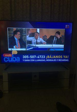 """TV 60"""" un año de uso sharp for Sale in Miami, FL"""