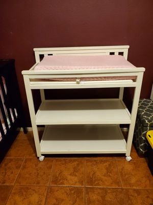 Delta White Changing Table w/ 2 Changing Pads & Pink Cover for Sale in Adelanto, CA
