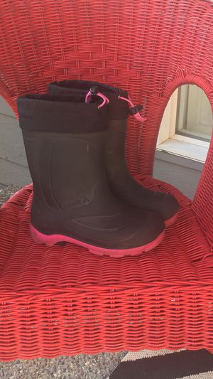 Kamik snow boots. Girls size 1. EUC for Sale in Mill Creek, WA