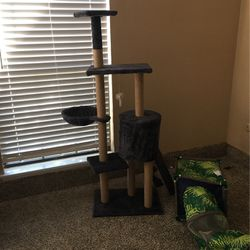 Cat Tower/tunnel Toy for Sale in Fort Worth,  TX