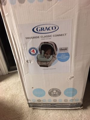 Graco baby car seat for born babie for Sale in Houston, TX