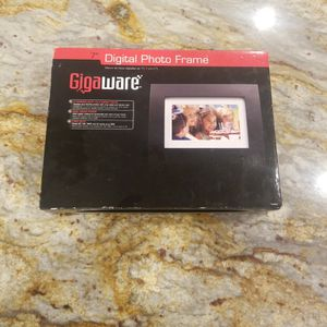 7 Inch Digital Picture Frame for Sale in Portland, OR